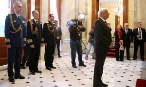Μήνυμα Παυλόπουλου προς τους εύζωνες: Συμβολίζετε τους διαχρονικούς αγώνες του λαού μας