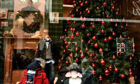 Εορταστικό ωράριο: Τι ώρα κλείνουν σήμερα (24/12) τα καταστήματα