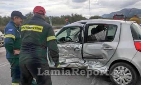 Φθιώτιδα: Σοβαρό τροχαίο με τρεις τραυματίες - Σκληρές εικόνες