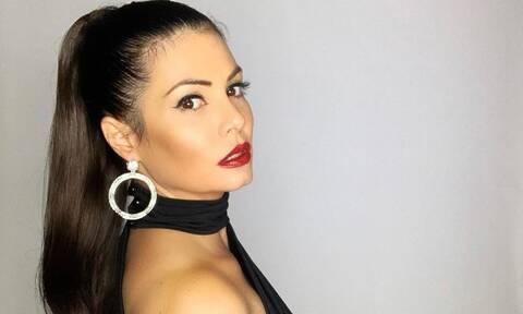 Η Μαρία Κορινθίου ποζάρει ως σέξι αγιοβασιλίτσα και «ρίχνει» το Instagram (photos)