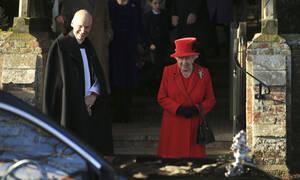 Ποιος έλειπε από το πλευρό της Βασίλισσας Ελισάβετ στη χριστουγεννιάτικη λειτουργία; (pics&vid)