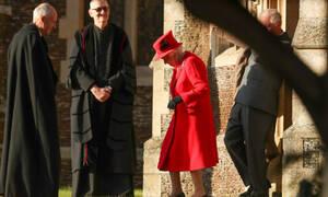 Ο πρίγκιπας Άντριου συνόδευσε την βασίλισσα Ελισάβετ στην χριστουγεννιάτικη λειτουργία