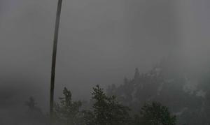Καιρός: Το πρώτο χιόνι στην Πάρνηθα - Στα λευκά το καταφύγιο Μπάφι (video)