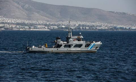 Λήξη συναγερμού στο Σχινιά - Εντοπίστηκαν οι τρεις σέρφερ που είχαν πέσει στη θάλασσα