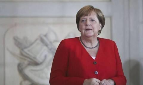 Η Μέρκελ σχεδιάζει να ταξιδέψει στην Τουρκία για να στηρίξει τη συμφωνία για το μεταναστευτικό