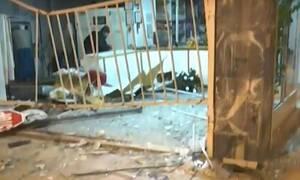 Νύχτα τρόμου στον Κολωνό: Αυτοκίνητο παρέσυρε τρία οχήματα και «καρφώθηκε» σε καθαριστήριο (pics)