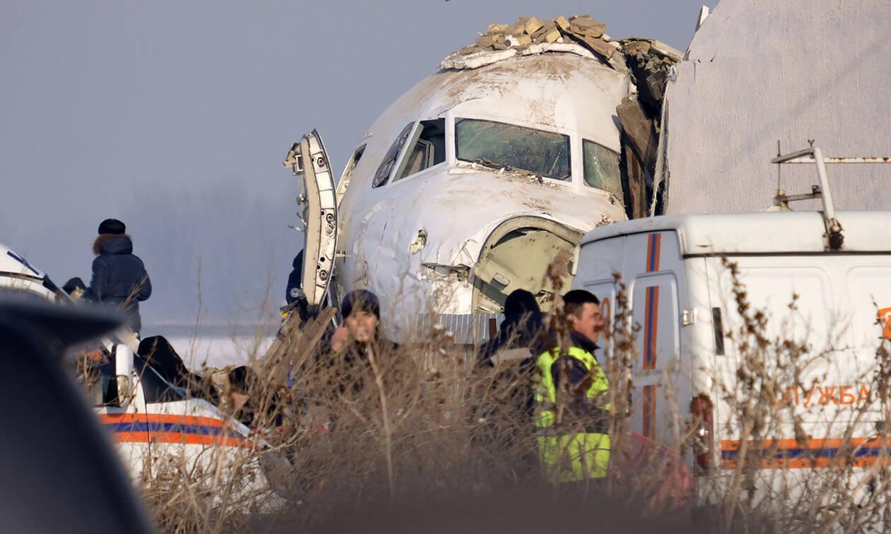Αεροπορική τραγωδία στο Καζακστάν: Θρήνος στα συντρίμμια - Στους 12 οι νεκροί (pics&vids)