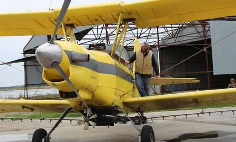 Ιερέας επιστράτευσε αεροπλάνο για να ρίξει… αγιασμό στους πιστούς – Απίστευτες εικόνες