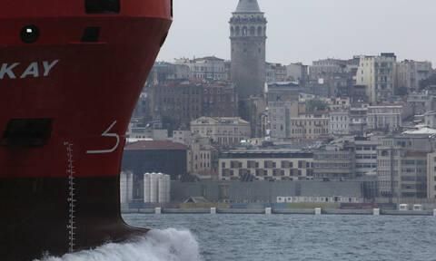 Συναγερμός στην Τουρκία: Πλοίο προσέκρουσε στην ακτή του Βοσπόρου