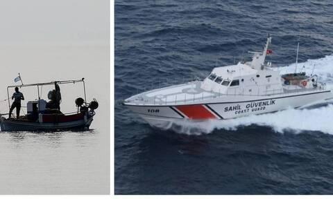 Έλληνας ψαράς «στολίζει» την τουρκική ακτοφυλακή που παρενοχλεί το καΐκι