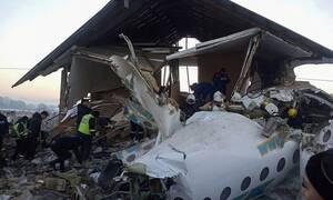 Αεροπορική τραγωδία στο Καζακστάν: «Έμοιαζε με ταινία: ουρλιαχτά, φωνές, κόσμος έκλαιγε» (pics&vid)