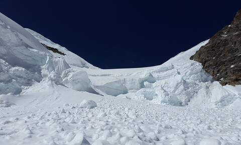 Σοκαριστικό βίντεο - Μεγάλη χιονοστιβάδα «έθαψε» ζωντανούς έξι σκιέρ (vid)