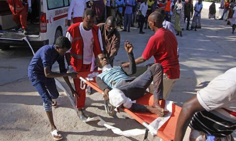 Μακελειό στη Σομαλία: Δεκάδες νεκροί από έκρηξη παγιδευμένου αυτοκινήτου (pics&vids)