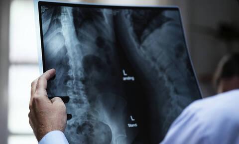 Στο νοσοκομείο με αφόρητους πόνους - Έπαθαν ΣΟΚ οι γιατροί με αυτά που βρήκαν στο στομάχι του