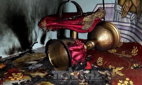 Χίος: Βλάσφημοι μπήκαν στην εκκλησία και έβαλαν φωτιά στην Αγία Τράπεζα (pics)