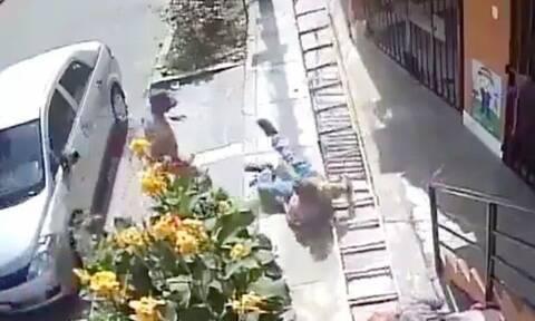 Απίστευτο: Έριξε μπογιατζή από ύψος 9 μέτρων επειδή… του έκλεινε το δρόμο (vid)