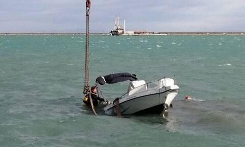 Ζάκυνθος: Η στιγμή που βάρκα βάζει νερά και κινδυνεύει να βυθιστεί (pics+vid)