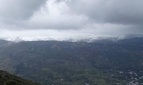 «Ζηνοβία»: Το 'στρωσε και στις Κυκλάδες - Δείτε σε ποιο νησί χιόνισε (pics)