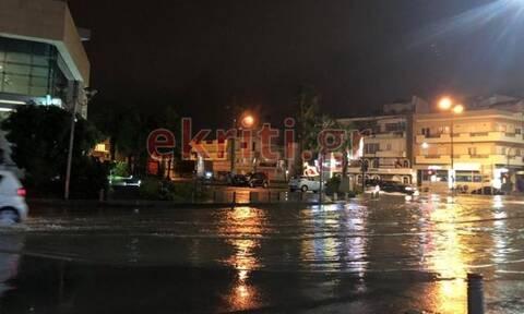 Κρήτη: Ποτάμια οι δρόμοι από την καταρρακτώδη βροχή (pics)