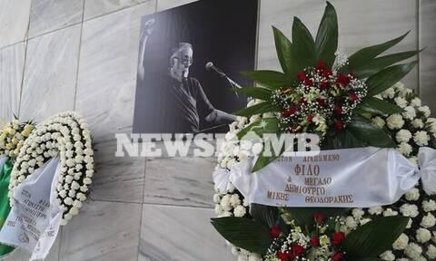 Κηδεία Θάνου Μικρούτσικου: Σήμερα το «τελευταίο αντίο» - Σε λαϊκό προσκύνημα η σορός του (pics)