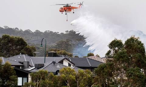 Αυστραλία: Νεκρός εθελοντής πυροσβέστης - Δύο άλλοι τραυματίστηκαν (pics+vid)