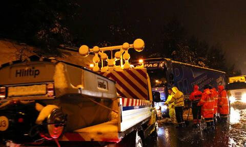 Καιρός: «Γολγοθάς» η Αθηνών-Λαμίας! Κόπηκε στα δύο η Ελλάδα - Εγκλωβισμένοι εκατοντάδες οδηγοί
