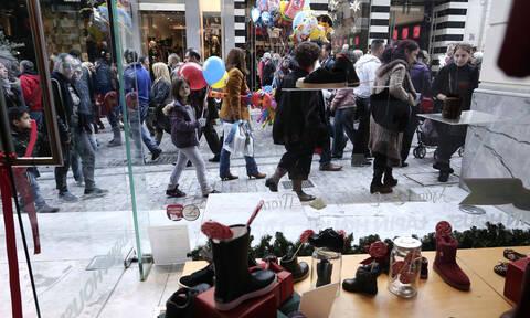 Παραμονή Πρωτοχρονιάς: Τι ώρα κλείνουν σήμερα τα καταστήματα