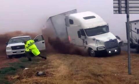 Σοκαριστικό ατύχημα με νταλίκα στο Τέξας