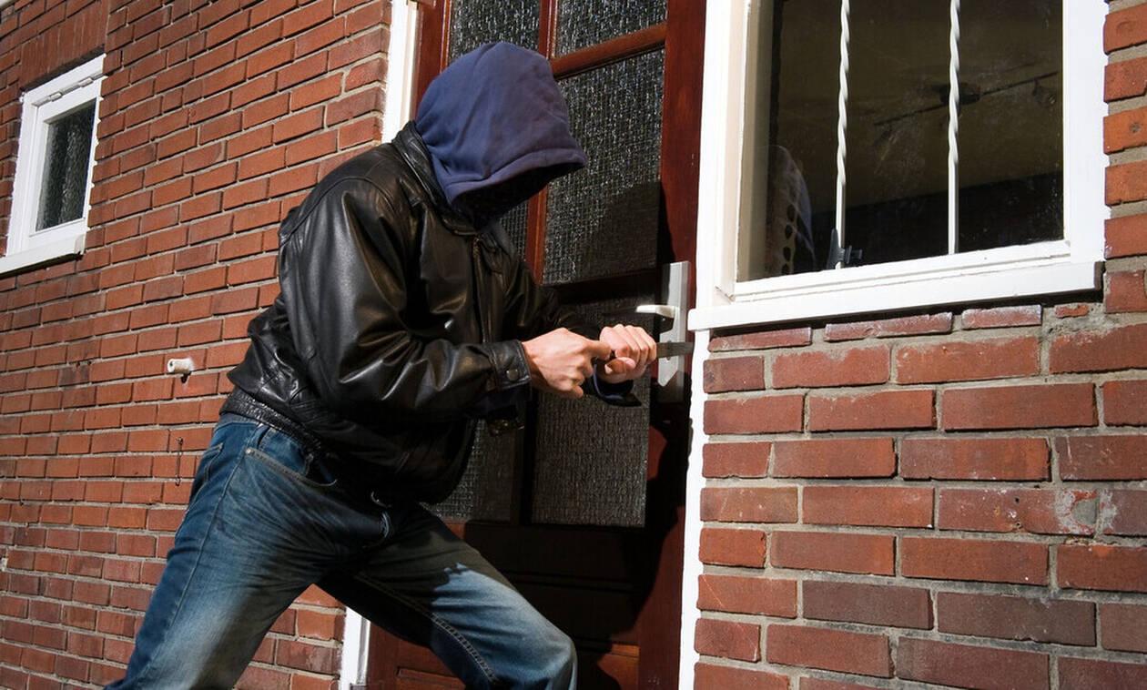 Αν δείτε αυτά τα σχέδια στην πόρτα του σπιτιού, σας παρακολουθούν κλέφτες!