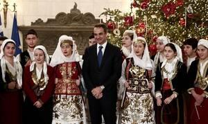 Πρωτοχρονιάτικα κάλαντα και ευχές στον Κυριάκο Μητσοτάκη (pics)