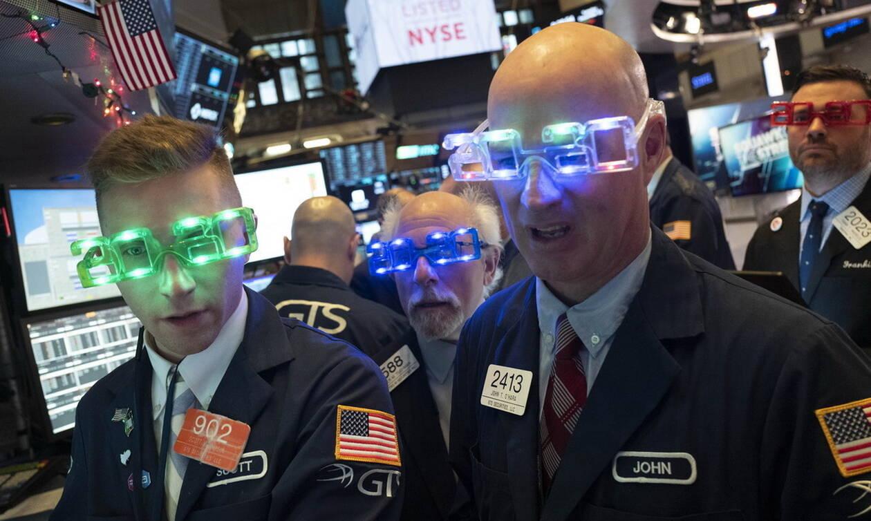 «Ποδαρικό» με άνοδο στη Wall Street - Μικρά κέρδη στο πετρέλαιο