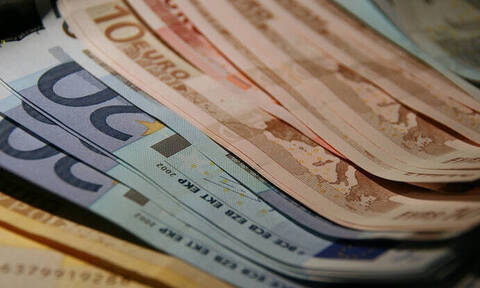 Πώς θα πάρετε σύνταξη άνω των 1.000 ευρώ τον μήνα με τις νέες ασφαλιστικές εισφορές