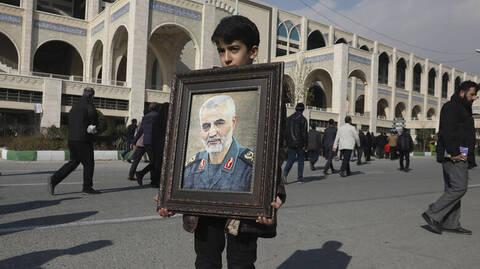 Κασέμ Σουλεϊμανί: Μαζικές διαδηλώσεις στο Ιράν κατά των ΗΠΑ