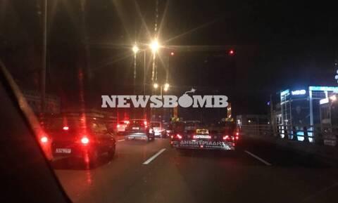 ΤΩΡΑ: Έσπασε αγωγός στη λεωφόρο Αθηνών - Κυκλοφοριακό κομφούζιο