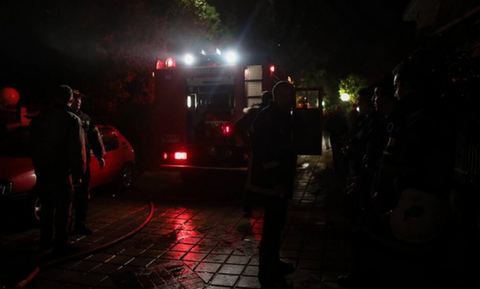 ΤΩΡΑ: Φωτιά σε κτήριο στον Πειραιά