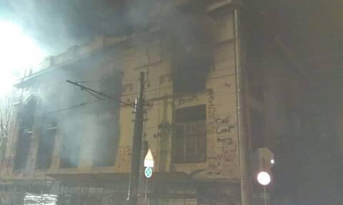 Τραγωδία στον Πειραιά: Νεκρό παιδί από φωτιά σε κτήριο (pics)