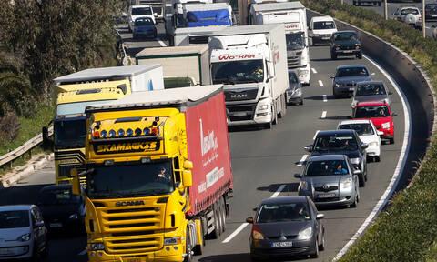 Κακοκαιρία - Ηφαιστίων: Σε ποιους δρόμους απαγορεύεται η κυκλοφορία βαρέων οχημάτων