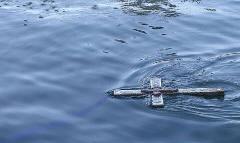 Θεοφάνεια: Απίστευτο περιστατικό στην Κεφαλονιά - Θυελλώδεις άνεμοι ρίχνουν τον ιερέα στη θάλασσα