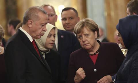 Τηλεφωνική επικοινωνία Ερντογάν-Μέρκελ στη σκιά της τουρκικής εκστρατείας στη Λιβύη