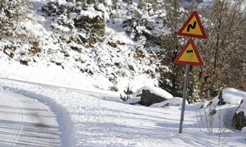 Ηφαιστίων: Αποκλείστηκαν στρατιώτες στην Πάρνηθα από το χιόνι