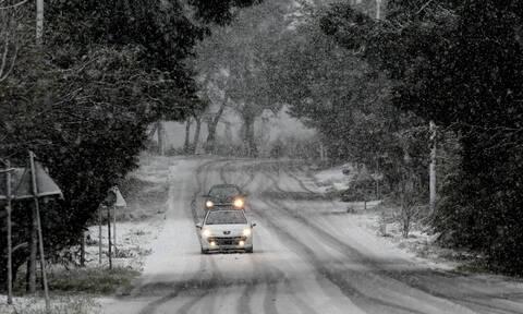 Κακοκαιρία - «Ηφαιστίων»: Χιονίζει στην Αττική - Στα λευκά τα βόρεια προάστια (pics)