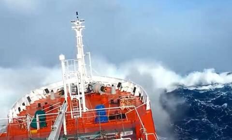 Θρίλερ στο Μυρτώο πέλαγος: Αγωνία για 22 ναυτικούς ακυβέρνητου πλοίου - Μάχη με 10 μποφόρ