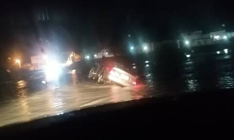 Ρόδος: Αυτοκίνητο παρασύρθηκε από ποτάμι - Κινδύνεψε ο οδηγός