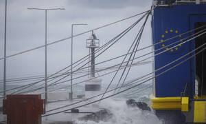 Κακοκαιρία - «Ηφαιστίωνας:» Δεμένα και σήμερα τα πλοία στα λιμάνια - Πού ισχύει απαγορευτικό απόπλου