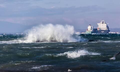 Κακοκαιρία - «Ηφαιστίων»: Συνεχίζεται το θρίλερ στο Μυρτώο πέλαγος με το ακυβέρνητο «AEOLOS»
