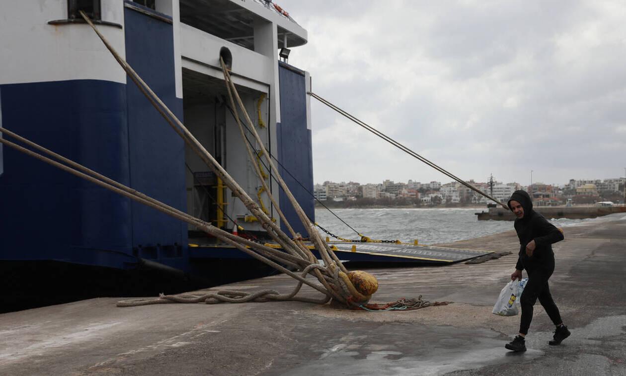 Κακοκαιρία: Δεμένα τα πλοία σε πολλές περιοχές λόγω των ισχυρών ανέμων στο Αιγαίο