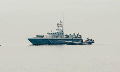 Ρυμουλκείται το φορτηγό πλοίο Aeolos που είχε μείνει ακυβέρνητο στο Μυρτώο πέλαγος