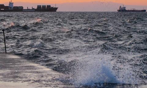 Κακοκαιρία Ηφαιστίων: Συνεχίζονται τα προβλήματα στα δρομολόγια των πλοίων