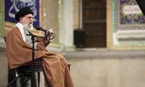 Χαμενεΐ: Χαστούκι για τους Αμερικανούς οι πυραυλικές επιθέσεις