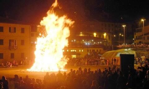 Παραλίγο τραγωδία σε πανηγύρι - Φλόγες έβγαιναν από τα μαλλιά του κόσμου (vid)